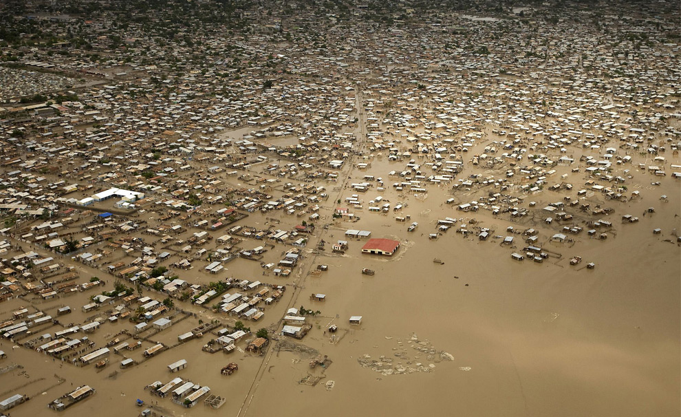 thousend flooding homes